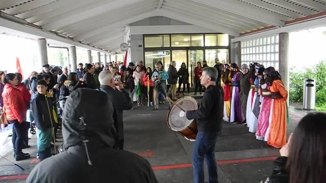 Tanz- und Musikdarbietung vor dem Start zum 1.Mai-Umzug in Solothurn