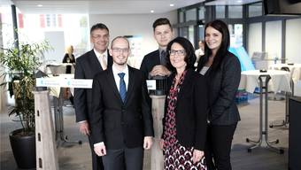 Regionaldirektor Dieter Bruttel (links) und Niederlassungsleiterin Barbara Stutz (2. v. r.) mit den Kundenbetreuern Dominik Burri, Ramon Kopp und Marijana Mitrovic (von links).