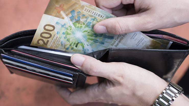 210 Franken gab der Schweizer Durchschnittshaushalt 2016 für Kleider und Schuhe aus. (Symbolbild)
