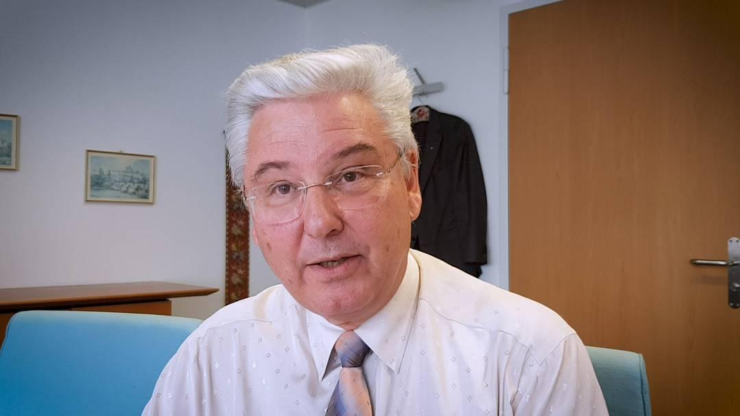 «Der Leuchtturm leuchtet weiter»: Dieter Boesch, langjähriger Geschäftsführer der Krankenversicherung Aquilana in Baden, geht fast in Pension. Im Video rührt er noch ein letztes Mal die Werbetrommel.