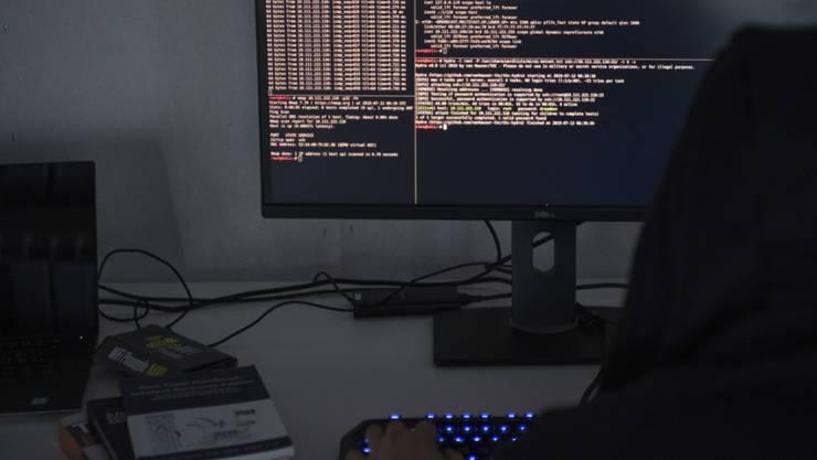 In den Geheimdienst-Computern finden sich nach wie vor viele Datensätze, die dort nicht sein dürften. Die parlamentarische Oberaufsicht übt scharfe Kritik am Nachrichtendienst des Bundes. (Symbolbild)