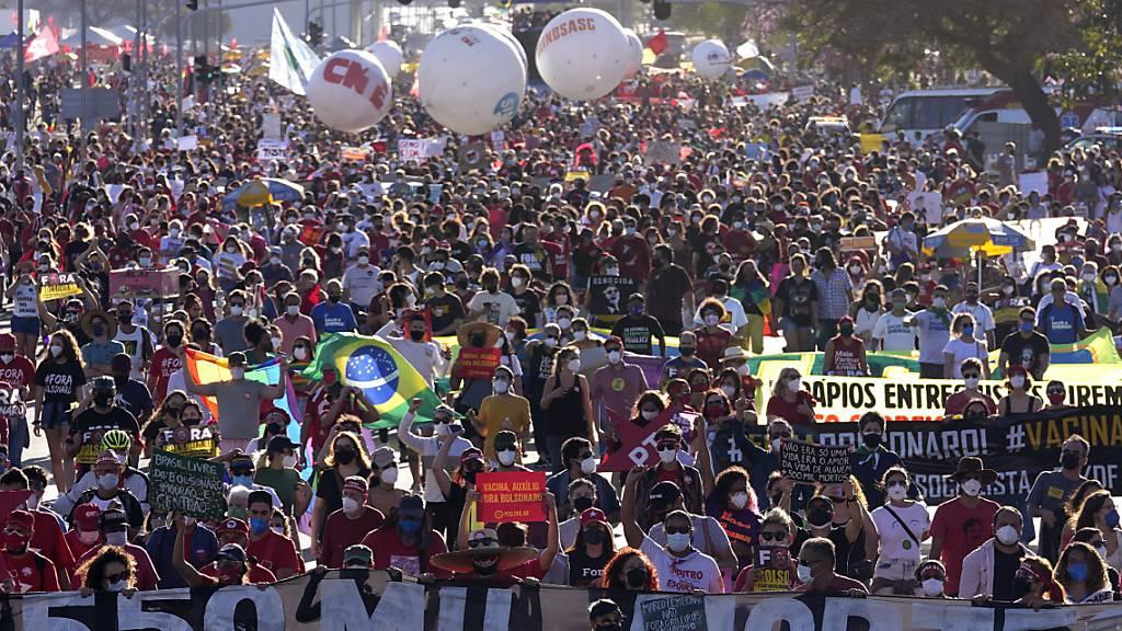 Brasilianer gehen gegen Corona-Politik von Bolsonaro auf die Strasse