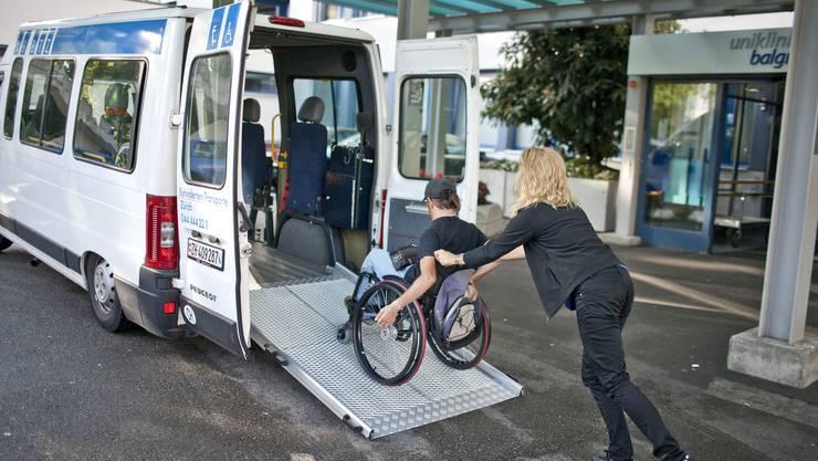 Mobil trotz Behinderung: Promobil subventioniert Taxifahrten und Behindertentransporte für ältere und behinderte Menschen.