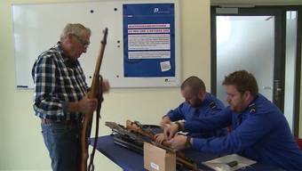 Dutzende Bürger haben heute die Waffenrückgabe-Aktion der Solothurner Polizei dazu genutzt, ihre Gewehre, Bajonette und vieles Mehr zurückzugeben.