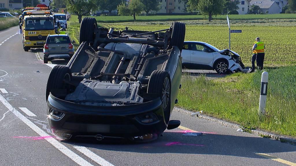 Auto überschlägt sich bei Unfall in Müllheim - zwei Verletzte