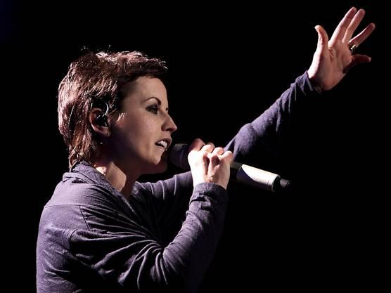 """Berühmt wurden O'Riordan und die Cranberries mit ihrem Song """"Zombie"""". Das Bild zeigt sie an einem Konzert in Lissabon am 10. März 2010."""