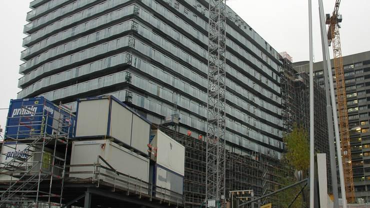Koloss mit viel Glas: Das neue Bettenhaus des Stadtzürcher Triemlispitals.mts