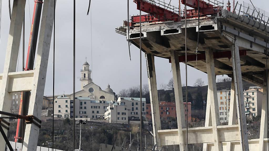 Im Zusammenhang mit dem Brückeneinsturz in Genua hat die Staatsanwaltschaft neun weitere Menschen festgenommen. Inzwischen wird gegen 80 Verdächtige ermittelt.
