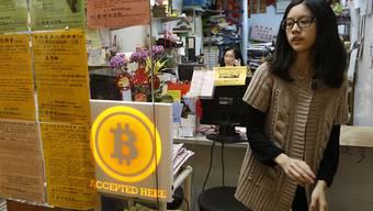 Eine Reisebüro in Hongkong, das Bitcoins akzeptiert: Zwei US-Börsen wolle künftig Bitcoin-Preise veröffentlichen und damit die Transparenz um die Digitalwährung verbessern. (Symbolbild)