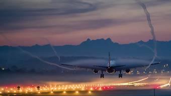 Die Koalition Luftverkehr Umwelt und Gesundheit (Klug) fordert die strikte Einhaltung der Nachtruhe an allen Schweizer Flughäfen und Flugplätzen. (Archivbild)