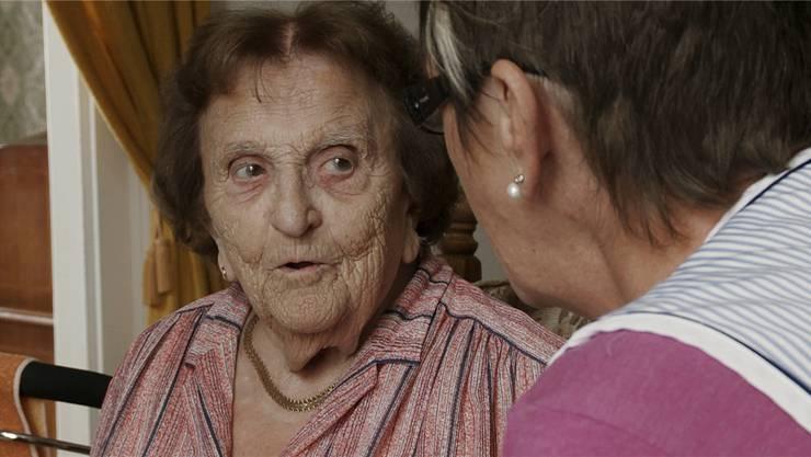 «Isch ja verruckt», sagt Anny Fröhlich über ihren hundertsten Geburtstag. Im Bild ein Ausschnitt des Dokumentarfilms «Von heute auf morgen». ZVG/Soap FactorY Gmbh