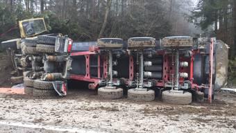 Hermetschwil: Lastwagen umgekippt