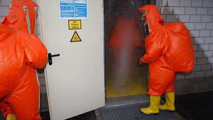 Zum Glück nur eine Übung: Einsatz im Schutzanzug bei einem supponierten Chlorgasaustritt.