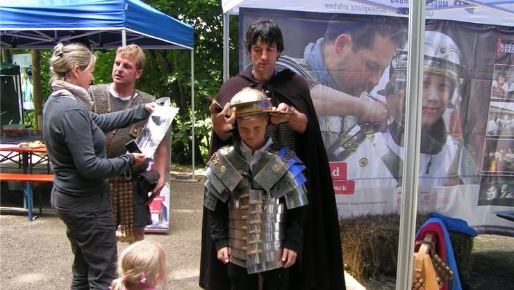 Wer will, kann sich wie ein richtiger römischer Soldat einkleiden lassen.nn