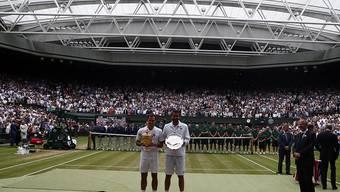 Bisher einziger Platz in Wimbledon mit einem Dach: Roger Federer nach seinem Finalsieg gegen Marin Cilic auf dem Centre Court