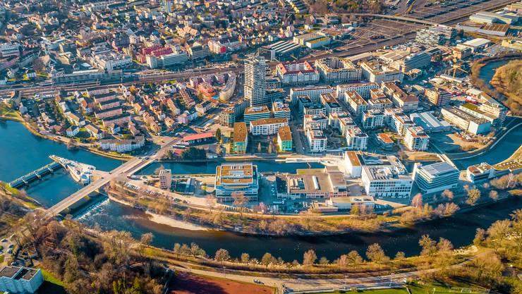 Die Zukunftsinsel in der Limmat: Auf ihrem Areal in Dietikon erheben die EKZ mit Sensoren viele Daten, um an der Stadt der Zukunft zu forschen.