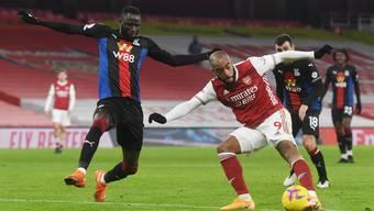 Auch ihm fehlte das Abschlussglück: Stürmer Alexandre Lacazette (rechts) blieb ein Tor gegen Crystal Palace verwehrt.