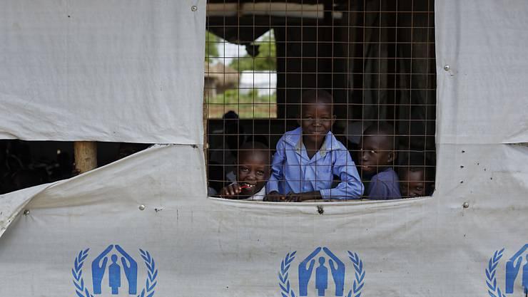 Südsudanesische Flüchtlingskinder in Uganda. Das ostafrikanische Land bittet um mehr Hilfe für die Unterbringung der Flüchtlinge. (Archiv)