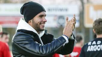 FCA-Verteidiger Miguel Peralta kann sein Glück kaum fassen: Sein Idol Kyle Walker von Manchester City wünscht ihm mit einem Brief  gute Besserung.