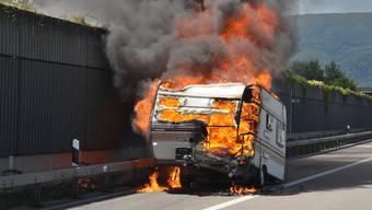 Wohnwagen brennt auf A1 bei Härkingen