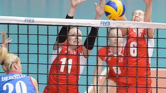 Die Schweizer Volleyballerinnen zeigten sich wehrhaft: Sarah Trösch und Madelaina Matter am Block