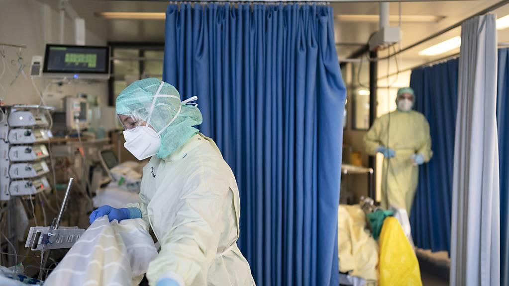 Auf den Intensivstationen liegen wieder weniger Covid-Patientinnen und -Patienten.