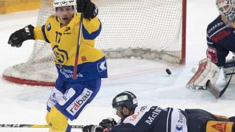 Ausgelassener Jubel wie selten: Perttu Lindgren brachte den HC Davos mit je zwei Toren in Spiel 3 und 4 gegen Zug wieder auf Augenhöhe