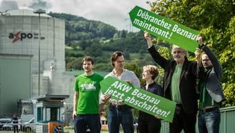 Grüne um Nationalrätin Irène Kälin (Mitte) fordern 2014, das AKW Beznau nach 45 Betriebsjahren abzuschalten.