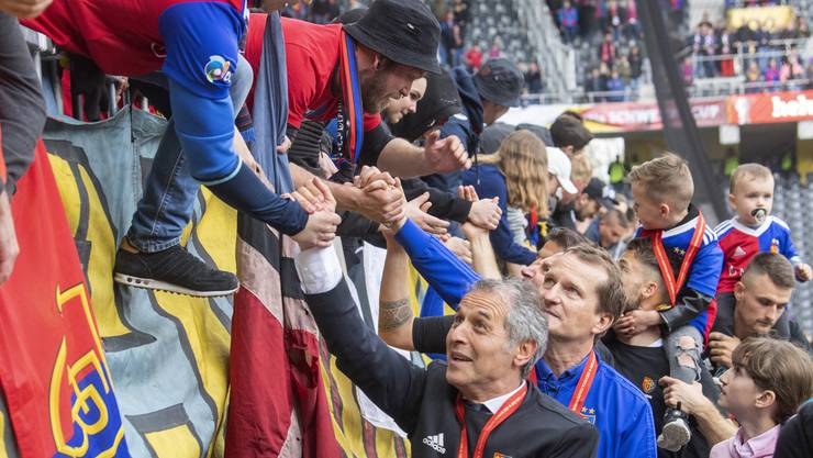 Am Sonntag lässt sich Marcel Koller von den FCB-Fans zum Cupsieg gratulieren. Die Zukunft des FCB-Trainers ist trotzdem ungewiss.