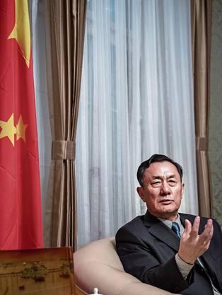 Geng Wenbing, Chinas Botschafter in der Schweiz, sagt, es sei «moralisch nicht haltbar», seinem Land die Schuld für die Coronakrise zuzuschieben.