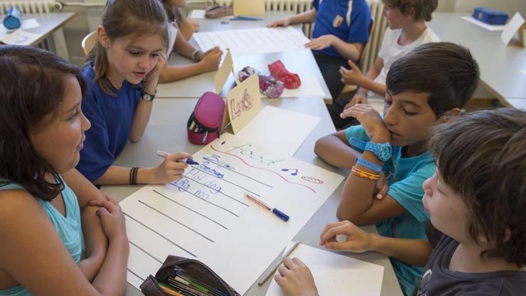 Expats schicken ihre Kinder vermehrt in staatliche Schulen. (Symbolbild)
