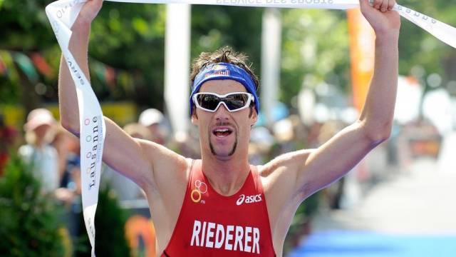 Sven Riederer kämpft auch neben der Strecke