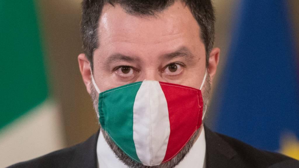 ARCHIV - Matteo Salvini, Vorsitzender der rechten Partei Lega, trägt im Präsidentenpalast einen Mund-Nasen-Schutz. Foto: Alessandra Tarantino/AP Pool/AP/dpa