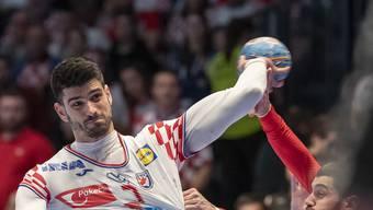 Luka Stepancic (am Ball) und Kroatien bezwingen Deutschland knapp.