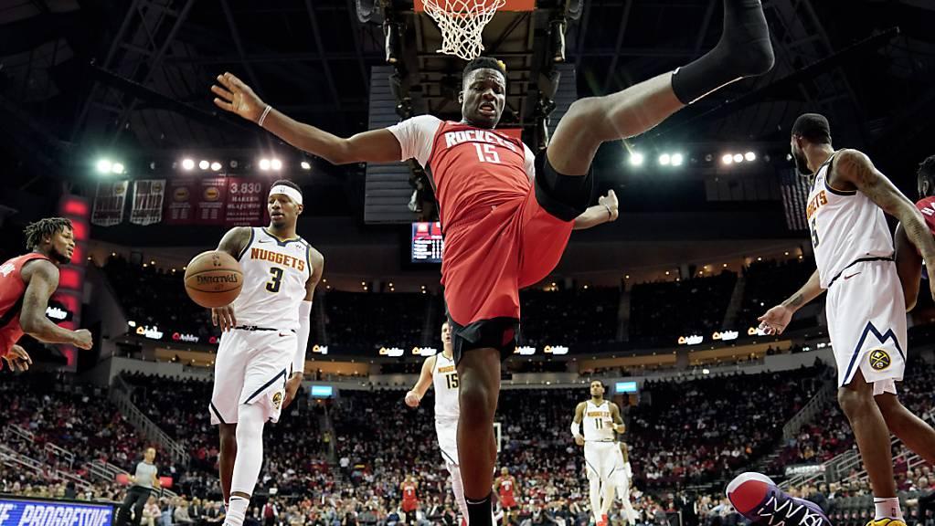Clint Capela punktet gegen die Rockets zweistellig.