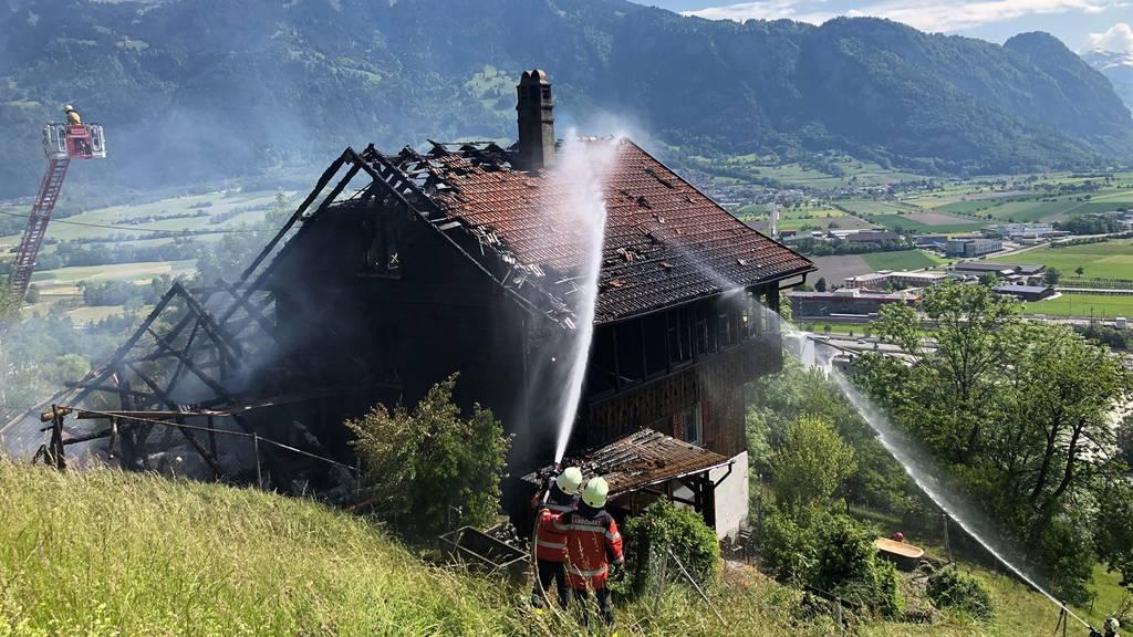 Wohnhaus mit Stall von Feuer zerstört