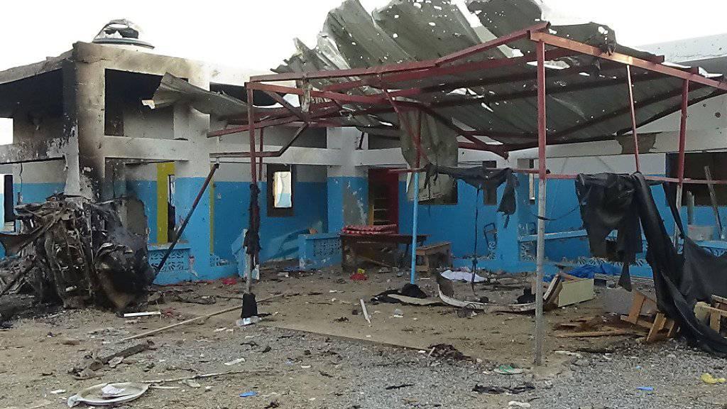 Nach dem jüngsten Luftangriff auf ein Spital in Jemen zieht die Organisation Ärzte ohne Grenzen ihr Personal ab.