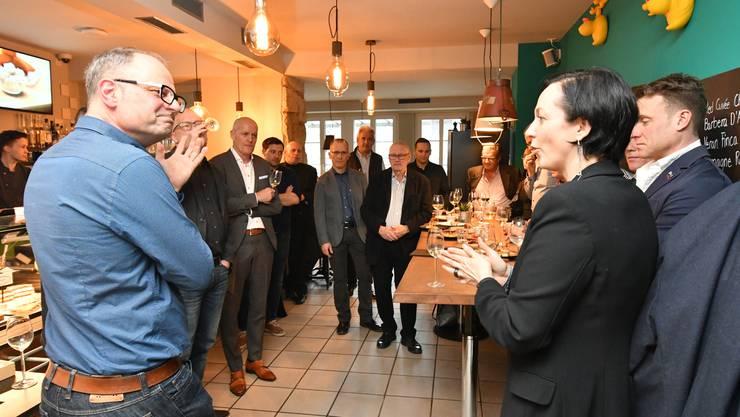 Das Co-Präsidium von Gewerbe Olten, Andreas Jäggi (links) und Daniela Gaiotto (rechts), am ersten Gewerbeapéro im Restaurant Stadtbad.