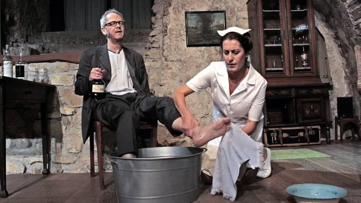 «Der Trinker» war das letzte im Laxdal-Theater aufgeführte Stück. Inszeniert und aufgeführt hat es Peter Niklaus Steiner, der nun die Leitung der neuen Kaiserbühne übernimmt (im Bild mit Felicitas Heyerick).