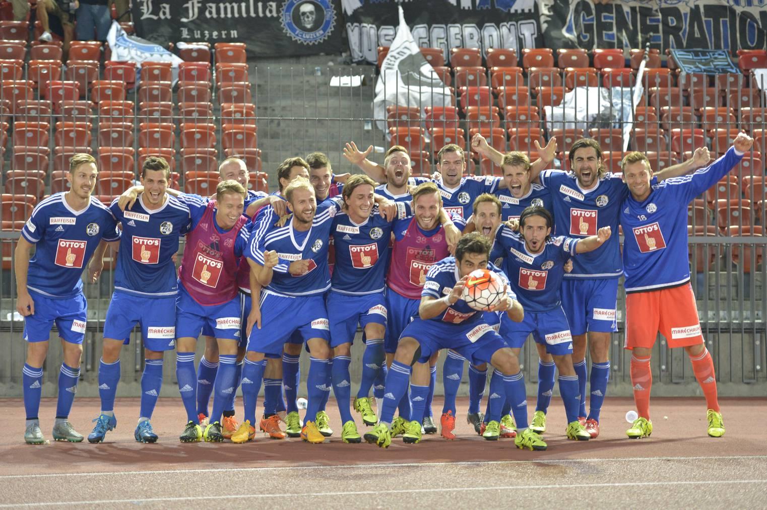 Sieg! Die Mannschaft des FC Luzern feiert den 5:2-Erfolg beim FC Zürich.