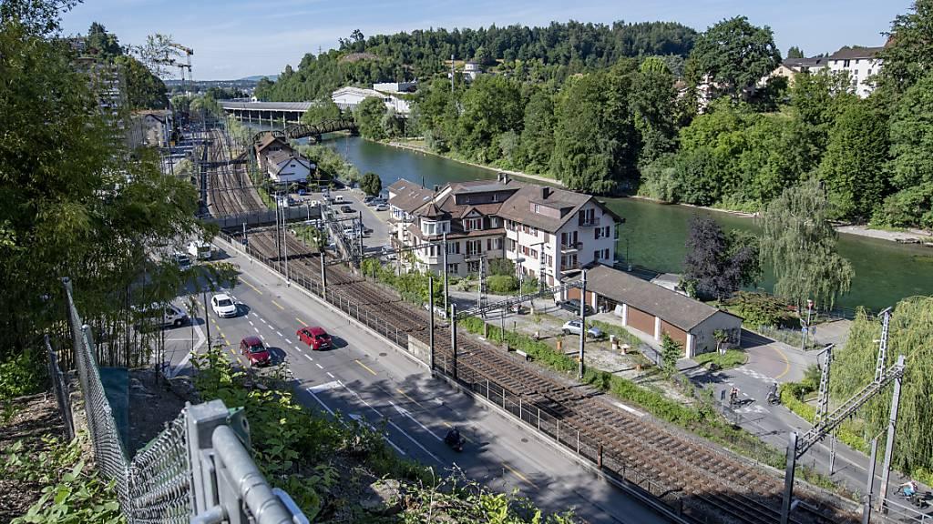 Das Gebiet Fluhmühle, wo die umstrittene Reussportbrücke über die Reuss geplant ist. (Archivbild)
