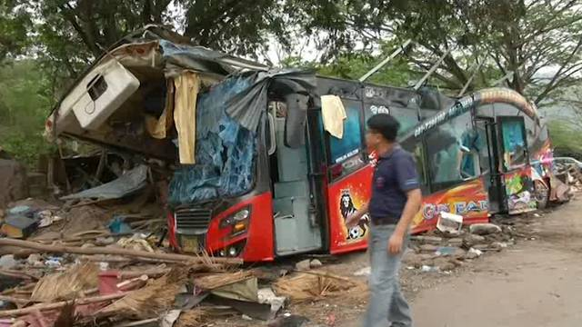 Thailand: 18 Tote bei Busunglück