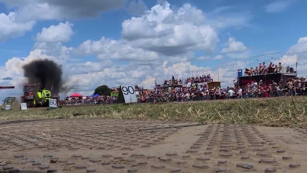 Traktor-Rennen bringt Teilnehmer an ihre Grenzen