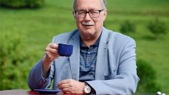 Samuel Schmid beim Kaffee im Solothurner Bucheggberg. Der frühere Bundesrat wohnt nicht weit weg im Berner Seeland.