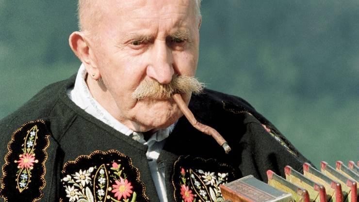 Nie ohne krumme Brissago im Mund: Rees Gwerder an seinem 85. Geburtstag. keystone