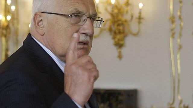 Vaclav Klaus hebt mahnend den Finger gegenüber der EU