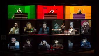 So zockt man heute: auf Handy, Laptop und Tablet. Der Chor des Theater Basel als Teil der internationalen Online-Gambling-Szene. Priska Ketterer