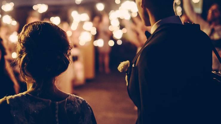 Das Hochzeitsfest nahm eine unschöne Wende. (Symbolbild)