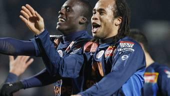 Montpelliers Torschütze Victor Hugo Montano (links) and Garry Bocaly feiern den Heimsieg
