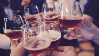 Allgemein geraten sei: Mit dem Alkohol sollte man es nicht übertreiben.